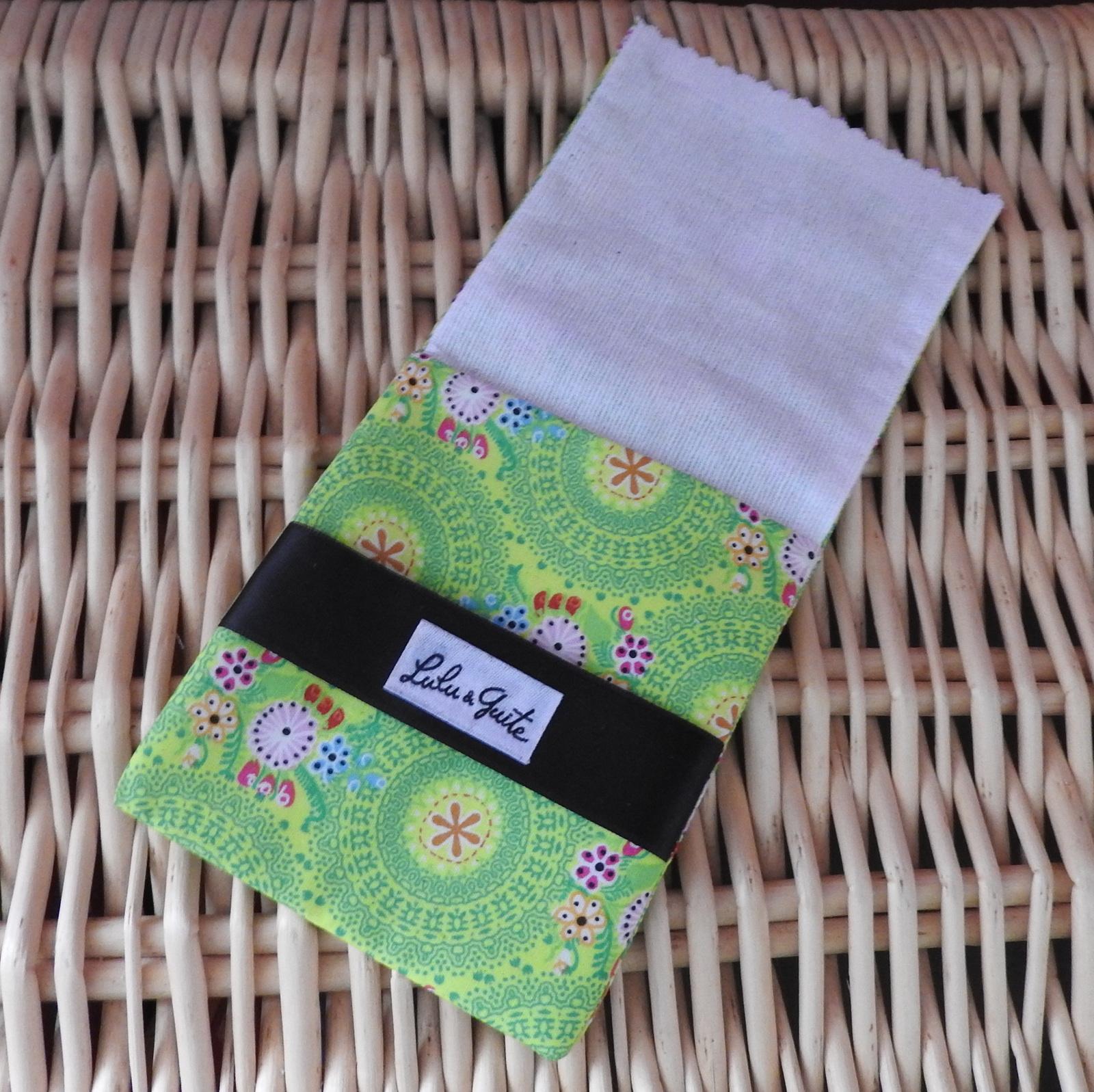 Le savon SAF à la camomille Lulu &amp&#x3B; Guite accompagné de sa fidèle pochette à savon.