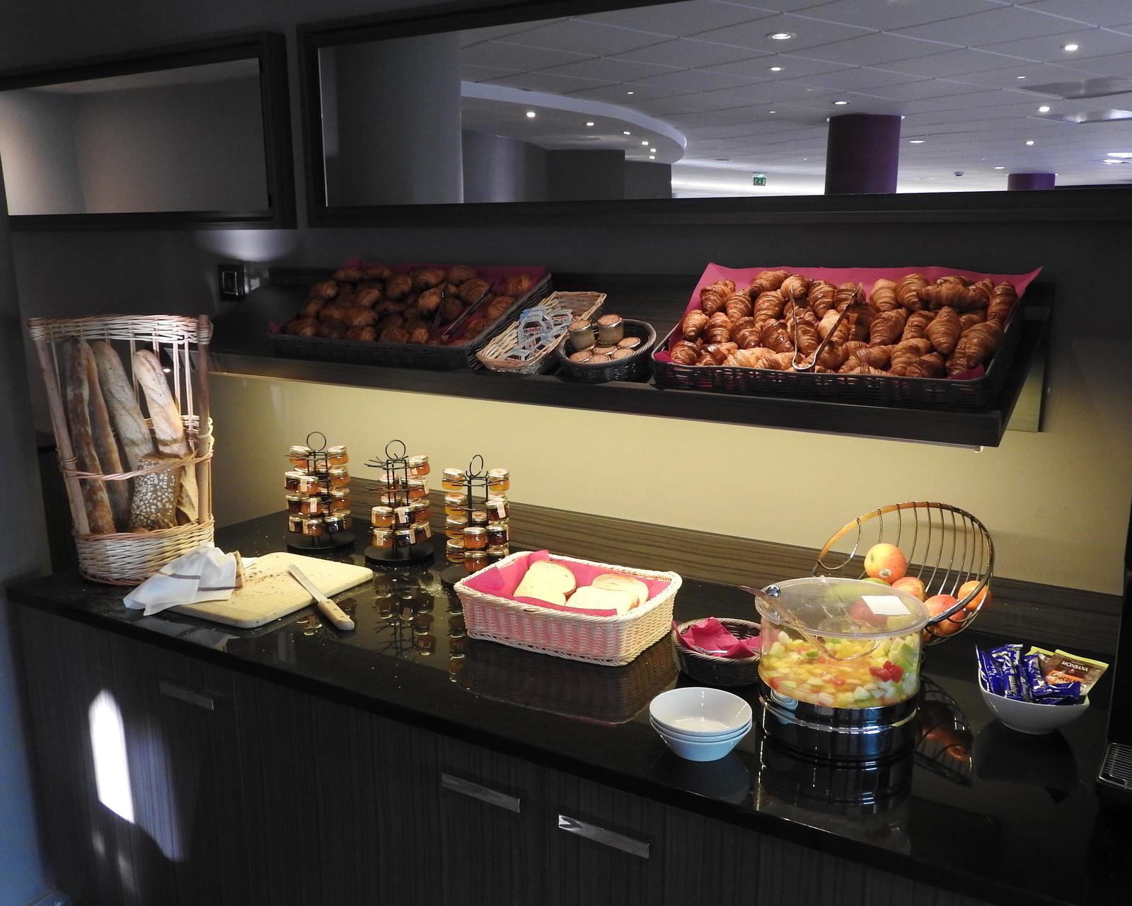 buffet-petit-dejeuner-hotel-oceania-pornichet